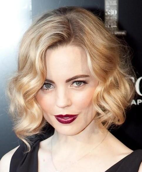 Short-Wavy-Haircuts-for-Women-Soft-Blonde-Hairstyle