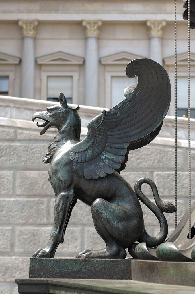 Suggest_STEAMPUNK_GRIFFIN statue