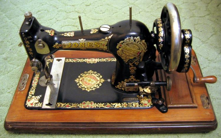 05_Collectibles2-SewingMachine