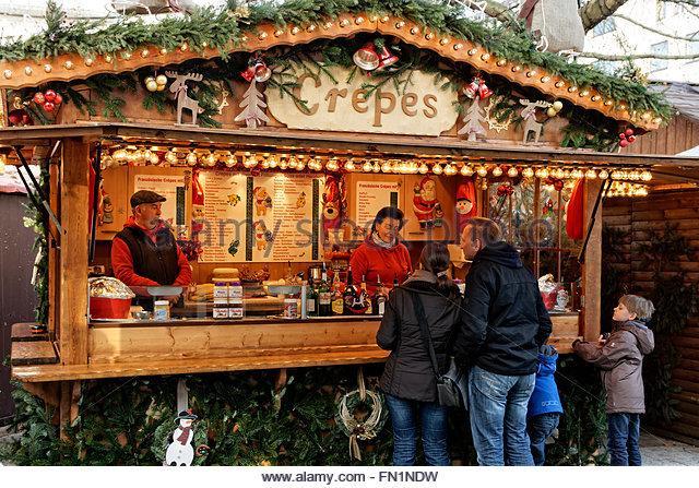 christmas-market-stall-hanover-germany-fn1ndw
