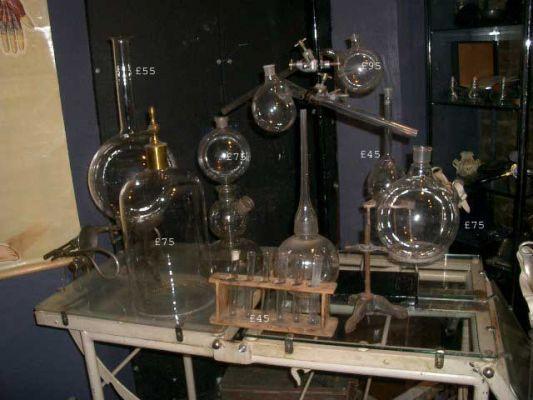Suggest_STEAMPUNK_Chem Lab Table